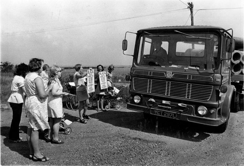 The Womens' Group blockades refinery road. (Echo Newsapers).jpg