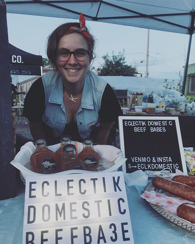Check out this nerd! Tonight was my third Twilight Market @greensgrow with @strongrootsdirtyboots & @amandasirwah. Thank you to everyone who has supported my hustle this summer, I love feeding you. Join us in September for our fourth Twilight Market and catch the next #beefbabesphl August 24th @pentridgestation #hustler #nomakeup #eclectikdomestic
