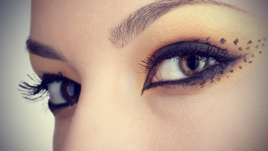 Easy-Tips-and-Tricks-for-the-Perfect-Cat-Eye-Make-Up-2.jpg