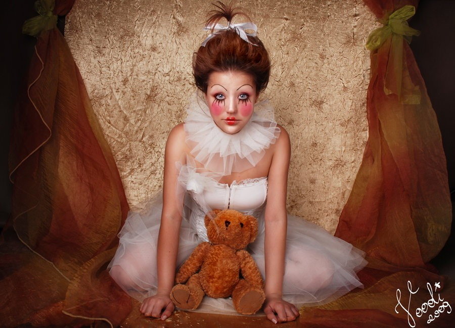 2014 halloween porcelain doll makeup - white lace tutu doll costume face painting-f04926.jpg
