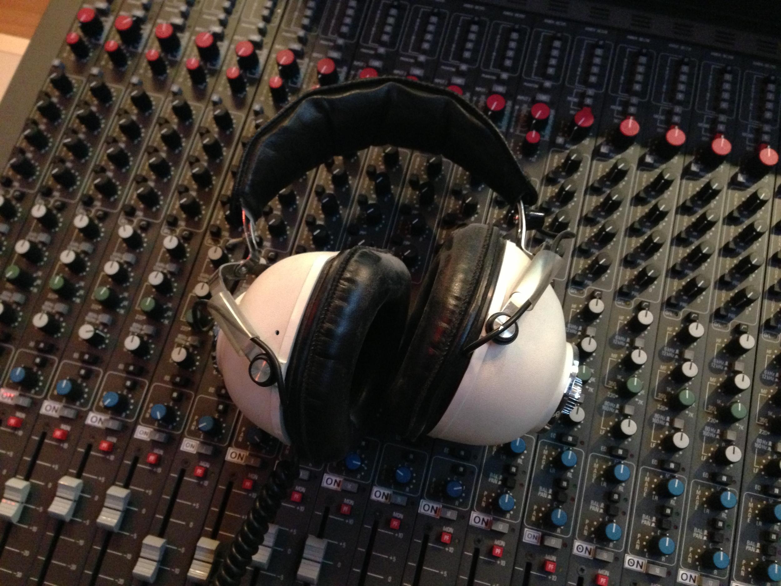 Headphone Amek photo.JPG