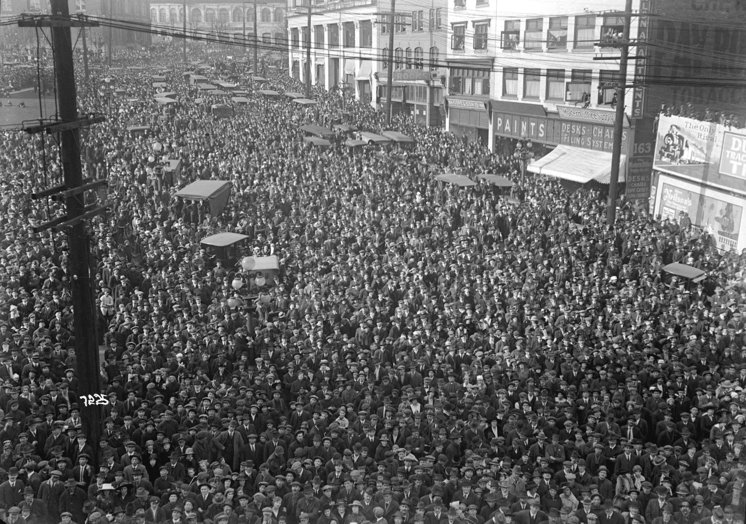 v-an-awsum-street-party-1918-image-courtesy-of-the-vancouver-archives.jpg
