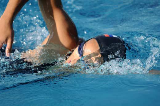 swimming-reduces-stress.jpg