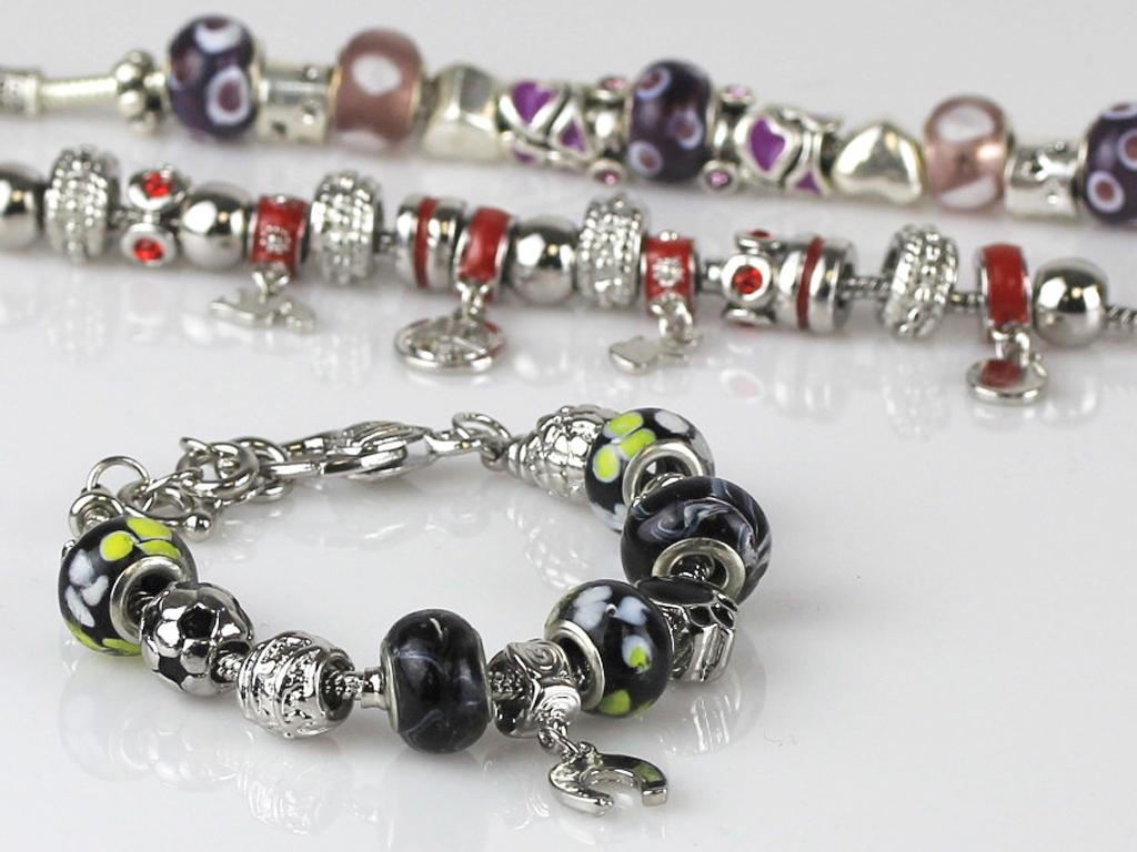 bracelets_adorna.jpg