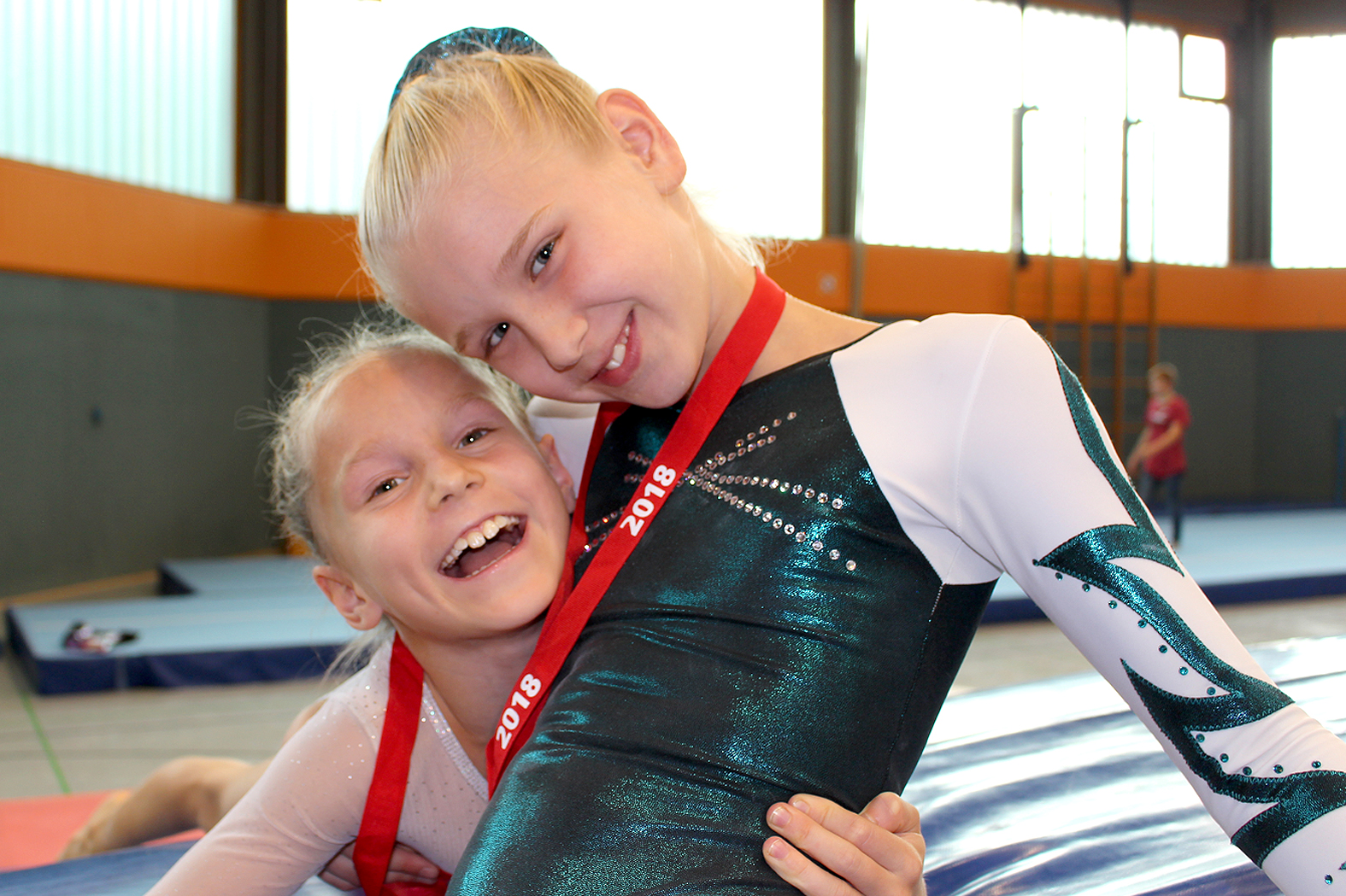 von links nach rechts: Svetlana Levitsky AK8 und Alva Pedersen AK10