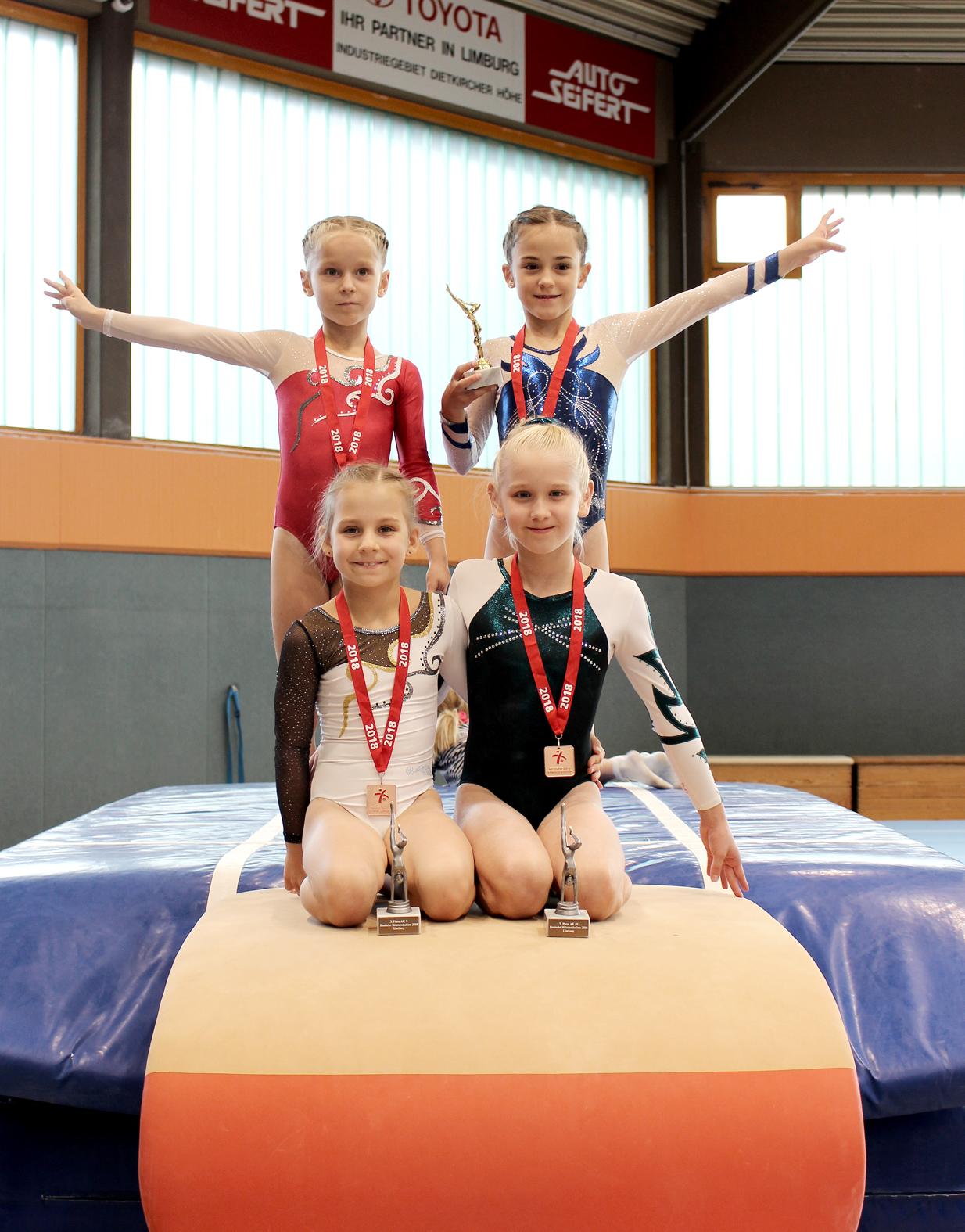 oben von links nach rechts: Svetlana Levitsky AK 8, Marla Leugner-Vilela AK 8 unten von links nach rechts: Anna Belyakova-Zagumennova AK 9, Alva Pedersen AK 10