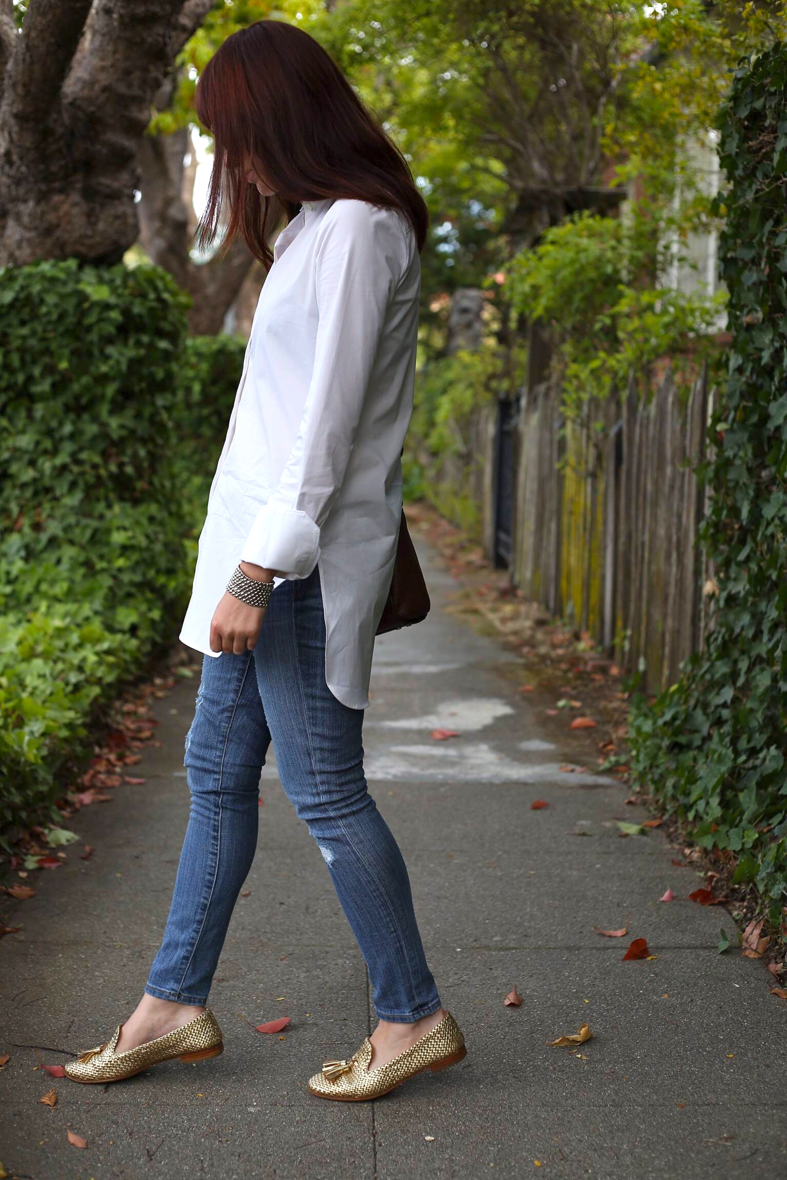 Endless Shirt : J.Crew; Toothpick Jean: J.Crew (Old but others  HERE ); Loafers: Prada; Bracelet:  Liquid Silver ,  Morning Glory ; Bag: Kate Spade; Glasses: Marc by Marc Jacobs