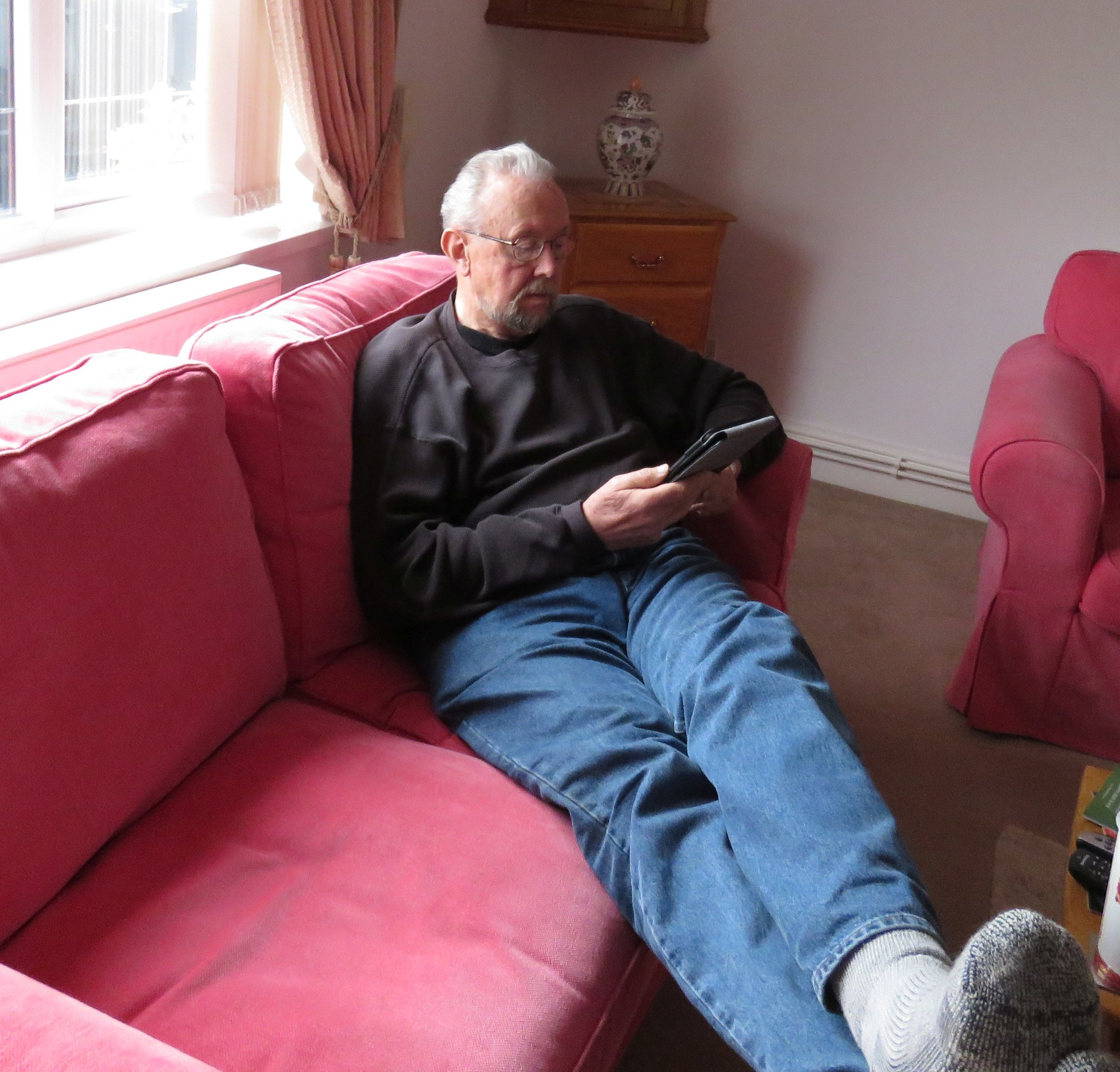 Ed deep in his Kindle