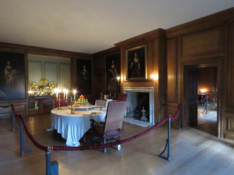 Willam's dining room - intimate, refined.