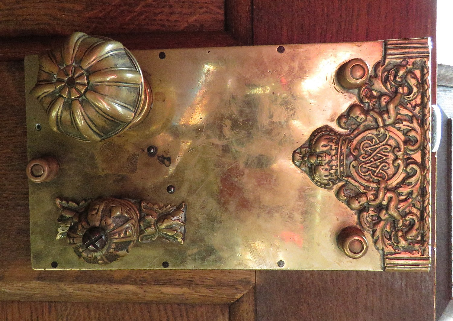 Door handle with monogram of William and Mary.