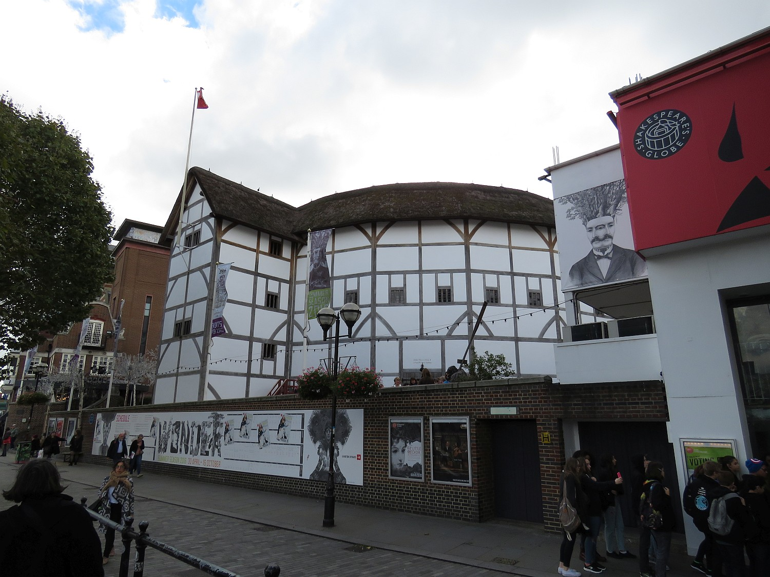 Approaching Shakespeare's Globe