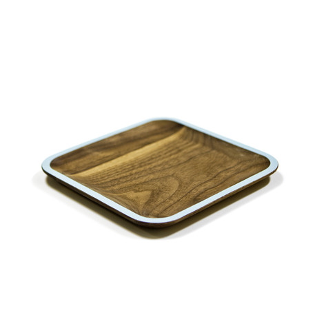I already have lot's of wooden cutting boards at my house, so is it weird that I want wooden plates as well? I love the contrast of the natural woods . . .  READ MORE