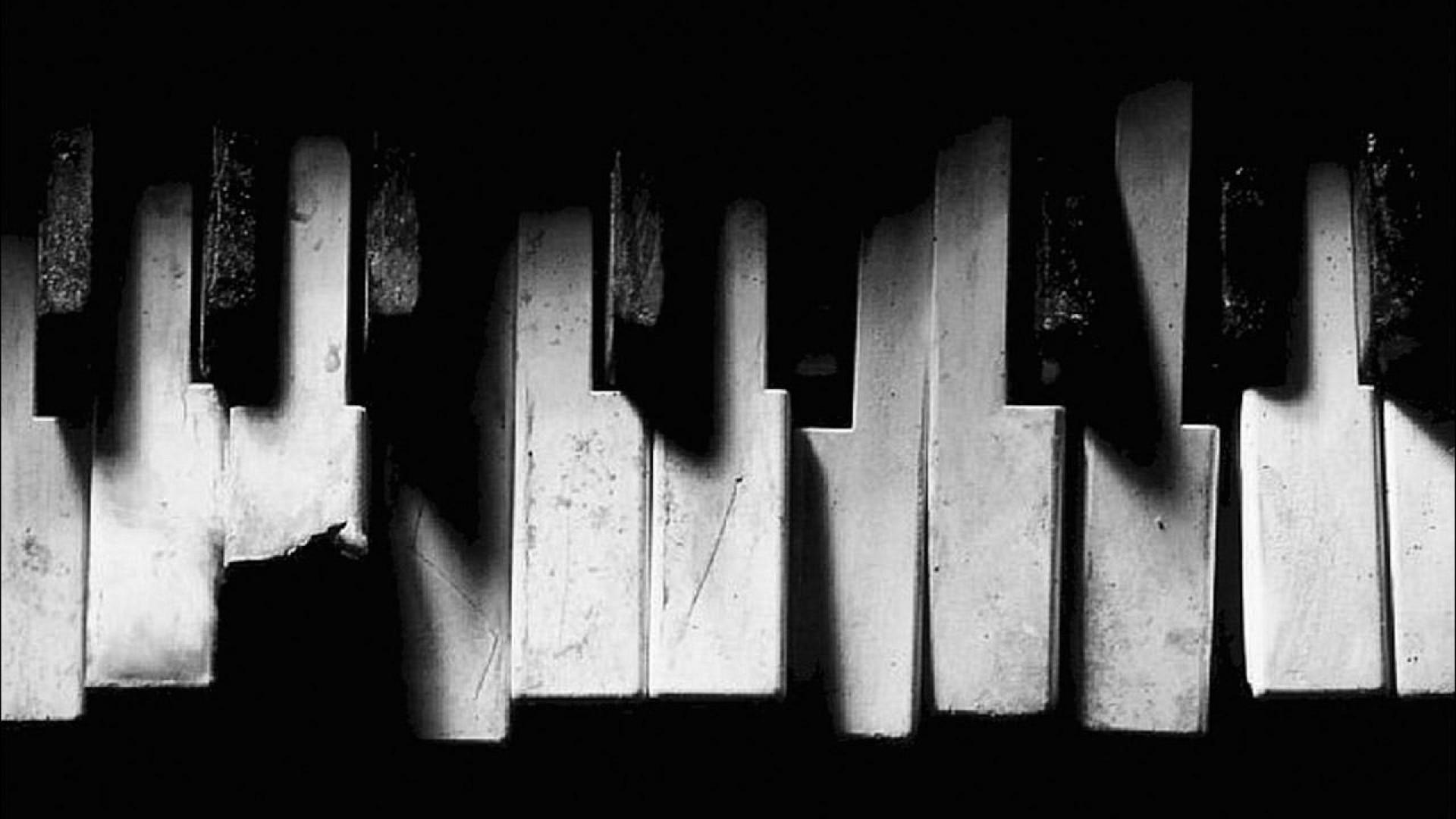 old broken piano.jpg