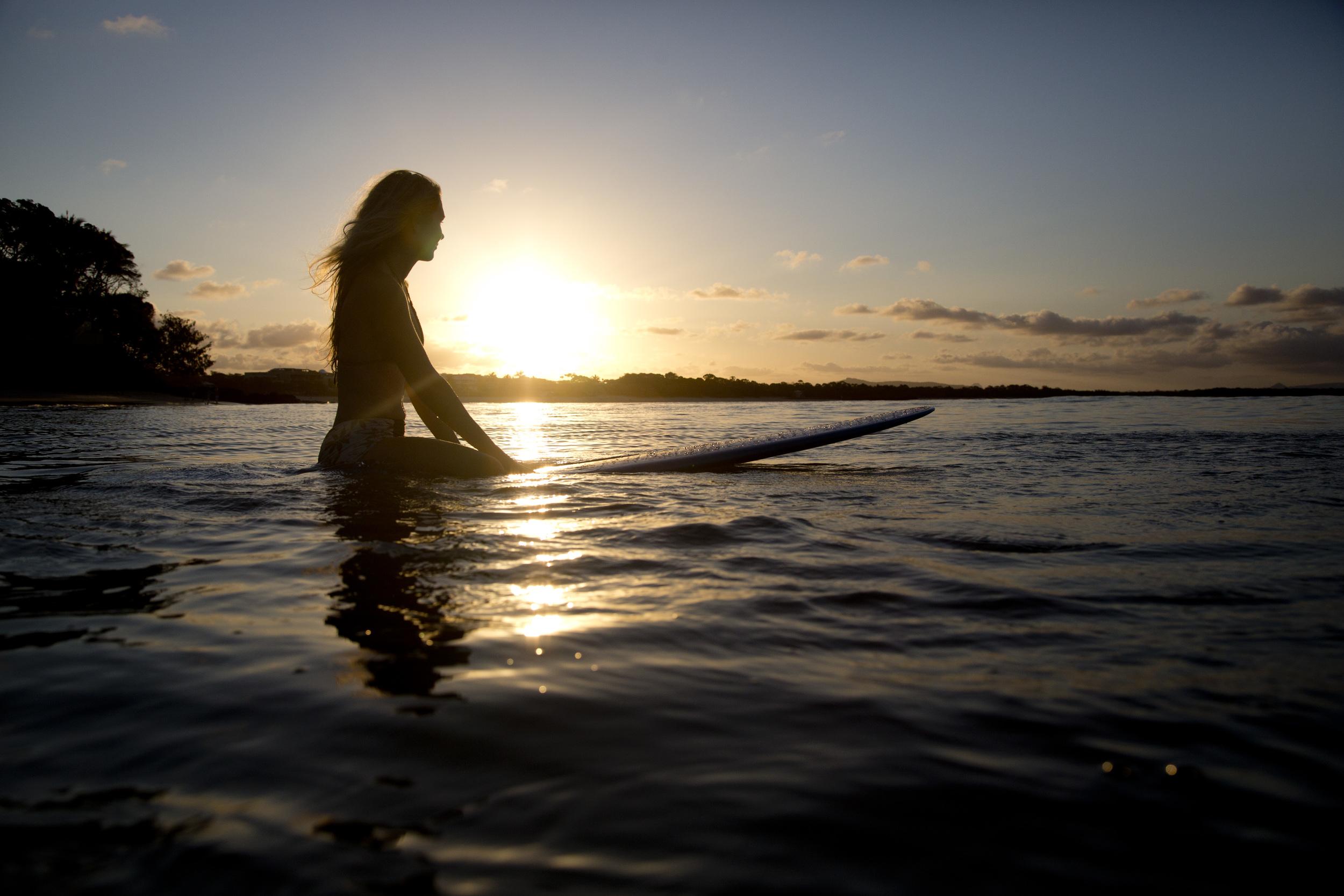 THE GIRL & THE SEA