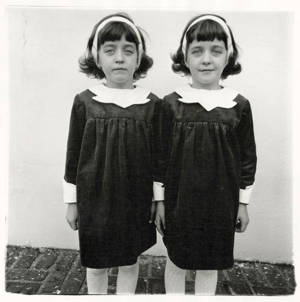 diane+arbus+twins-592x595.jpg