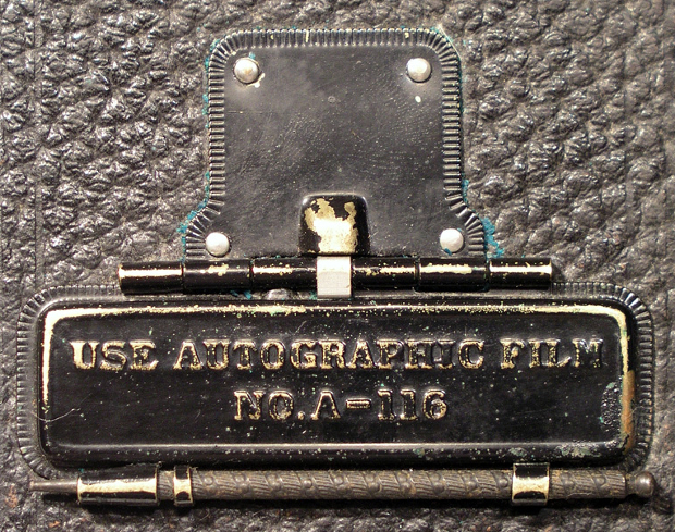 Image credit:      Autographic Kodak JR.      by      John Levanen      and      No.1A Autographic Kodak Jr.      by      LostBob Photos