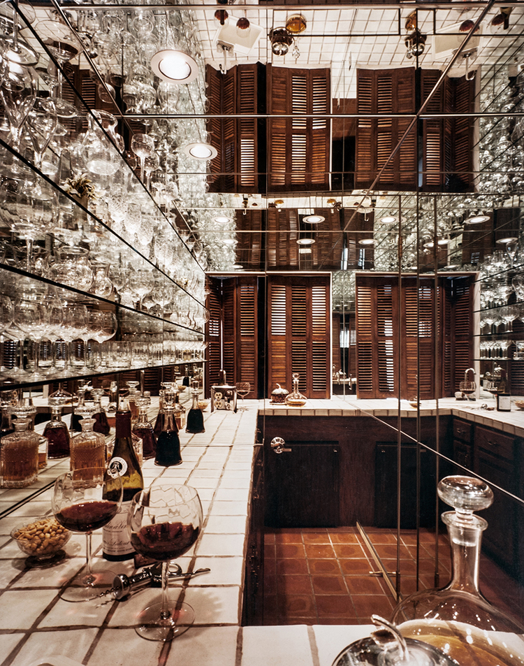 Bar+with+Custom+Glass+and+Mirror+by+Birmingham+Glass+and+Mirror.jpg