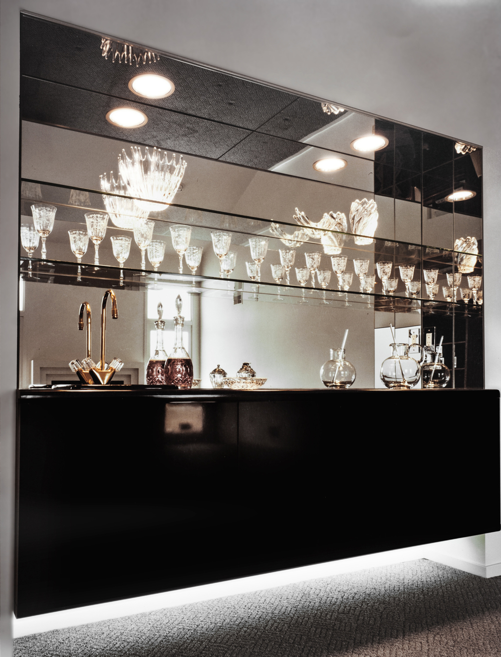 Bar+with+custom+glass+and+mirror+for+residence+in+Bloomfield+Hills,+Mi.jpg
