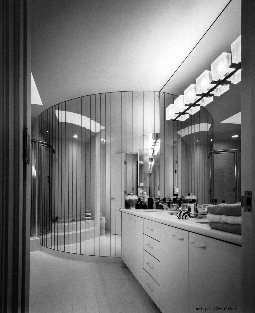 Modern+interior+with+custom+glass+and+mirror+by+Birmingham+Glass+and+Mirror.jpg