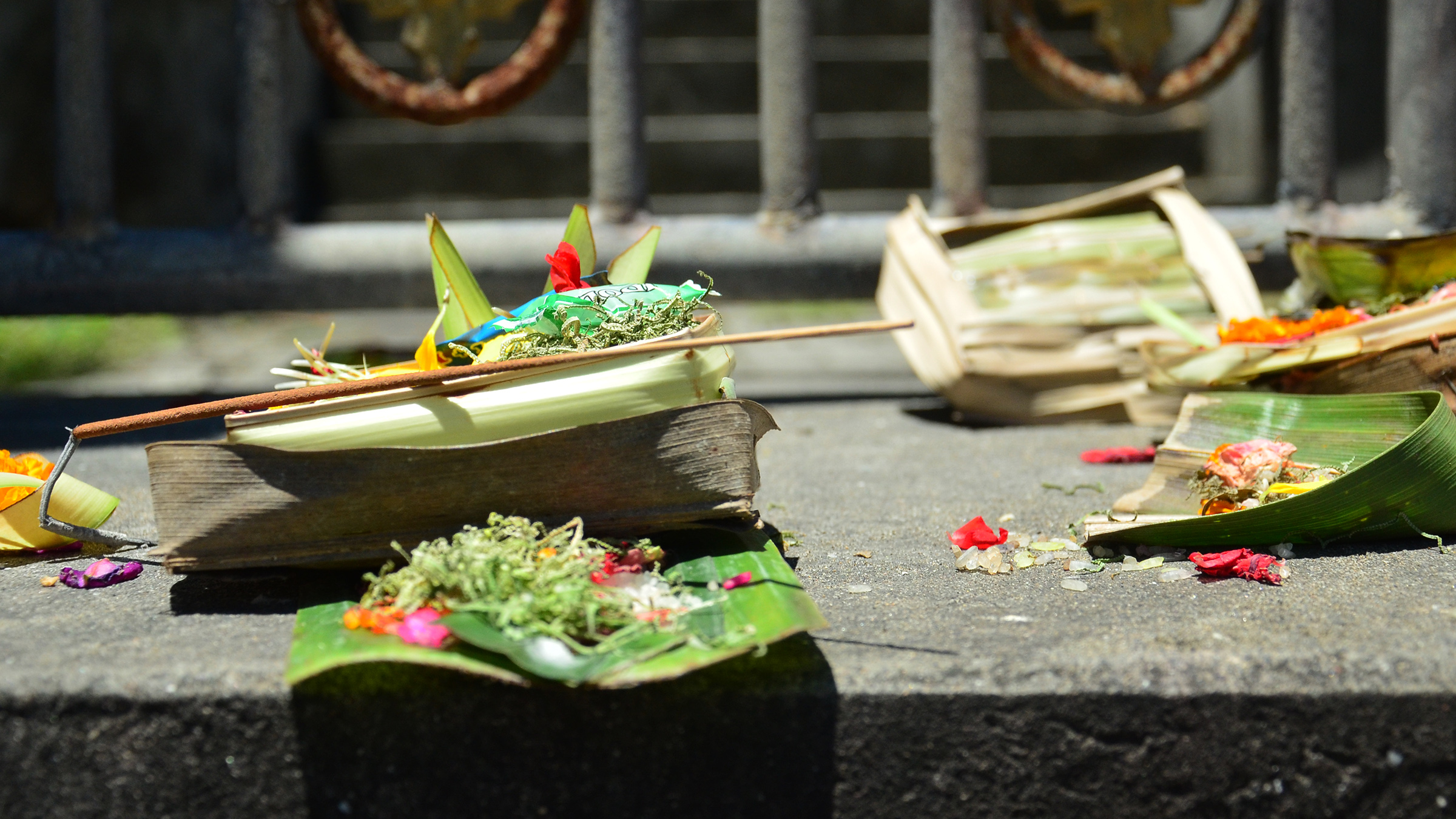 Offerings at Tanah Lot