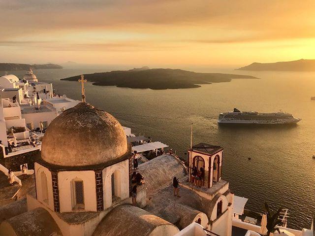 Forgot to post photos of Greece so... here are a few. . . . #greece #santorini #thira #artofwanderlust #wanderlust #travel #travelbug #sunset