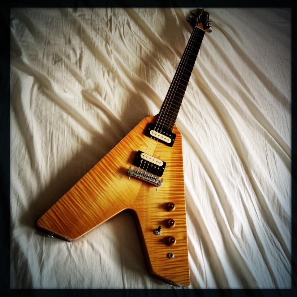 Haze Guitars Vee-Twin 07.jpg