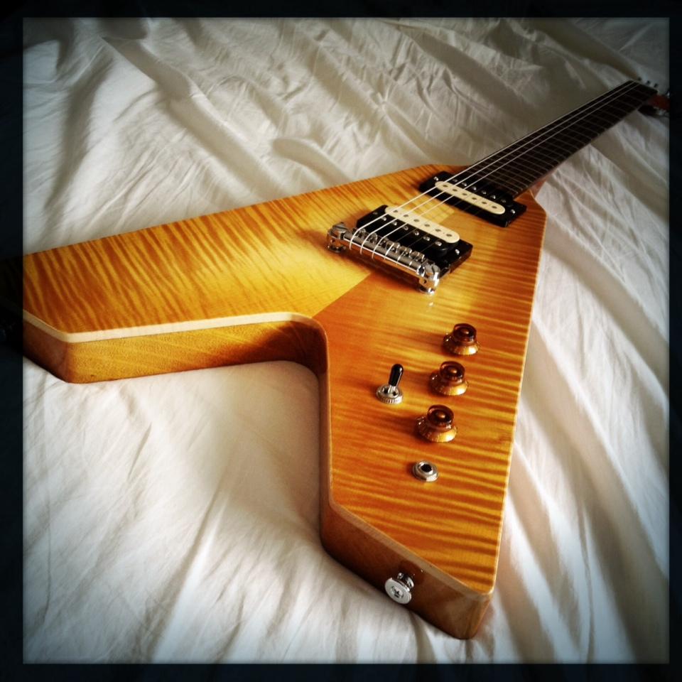 Haze Guitars Vee-Twin 01.jpg