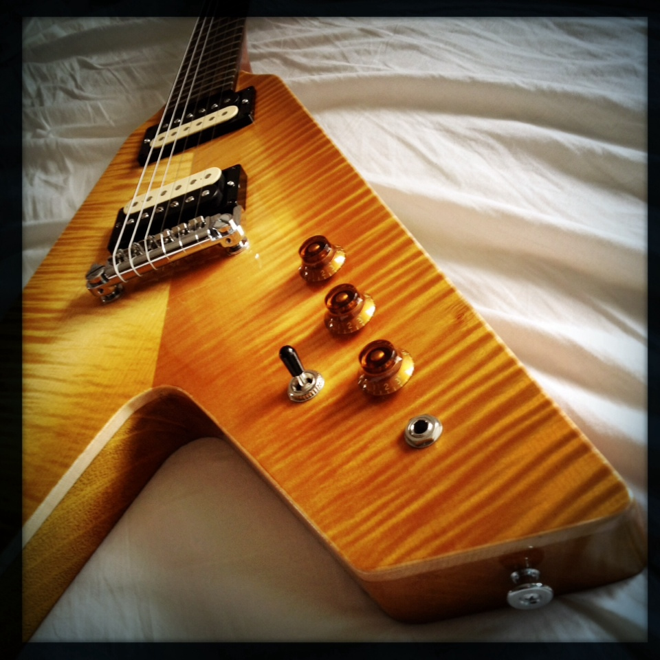 Haze Guitars Vee-Twin 03.jpg