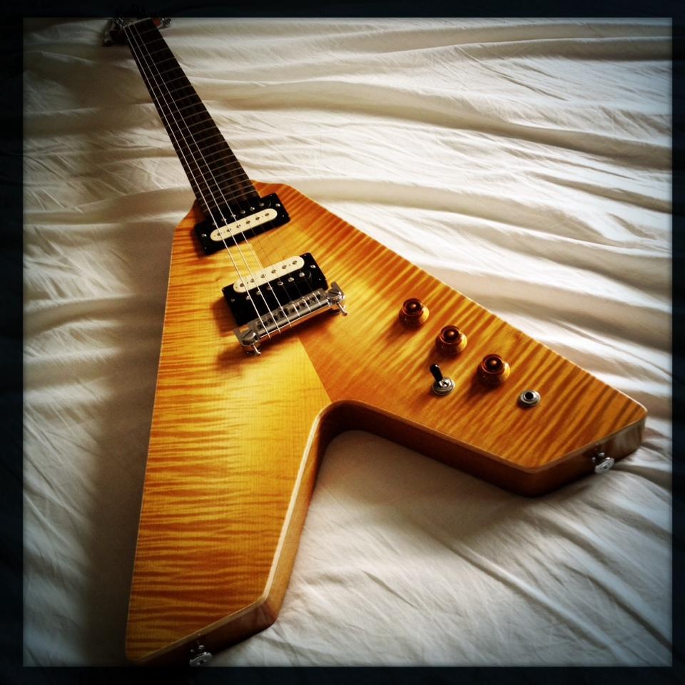 Haze Guitars Vee-Twin 04.jpg