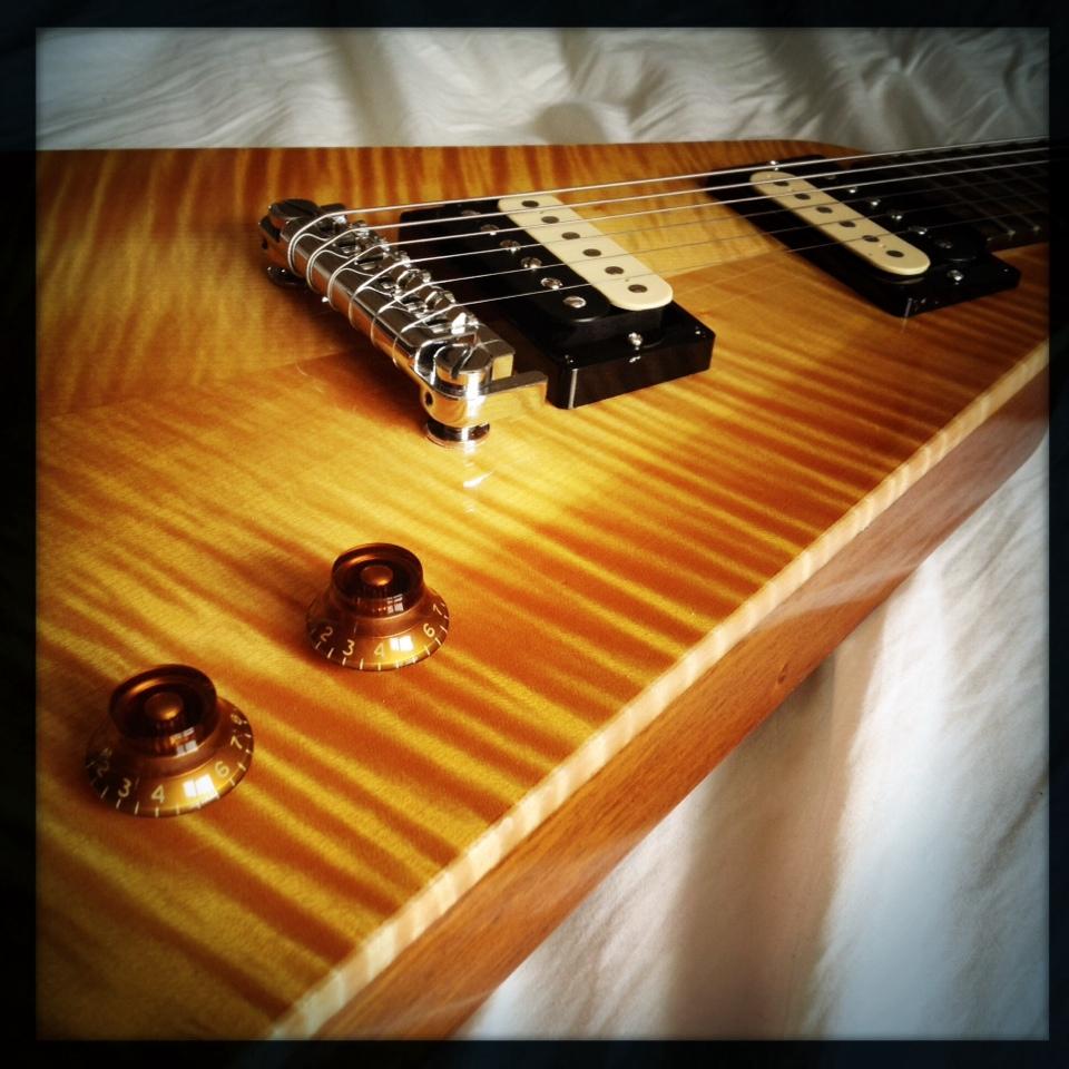 Haze Guitars Vee-Twin 06.jpg