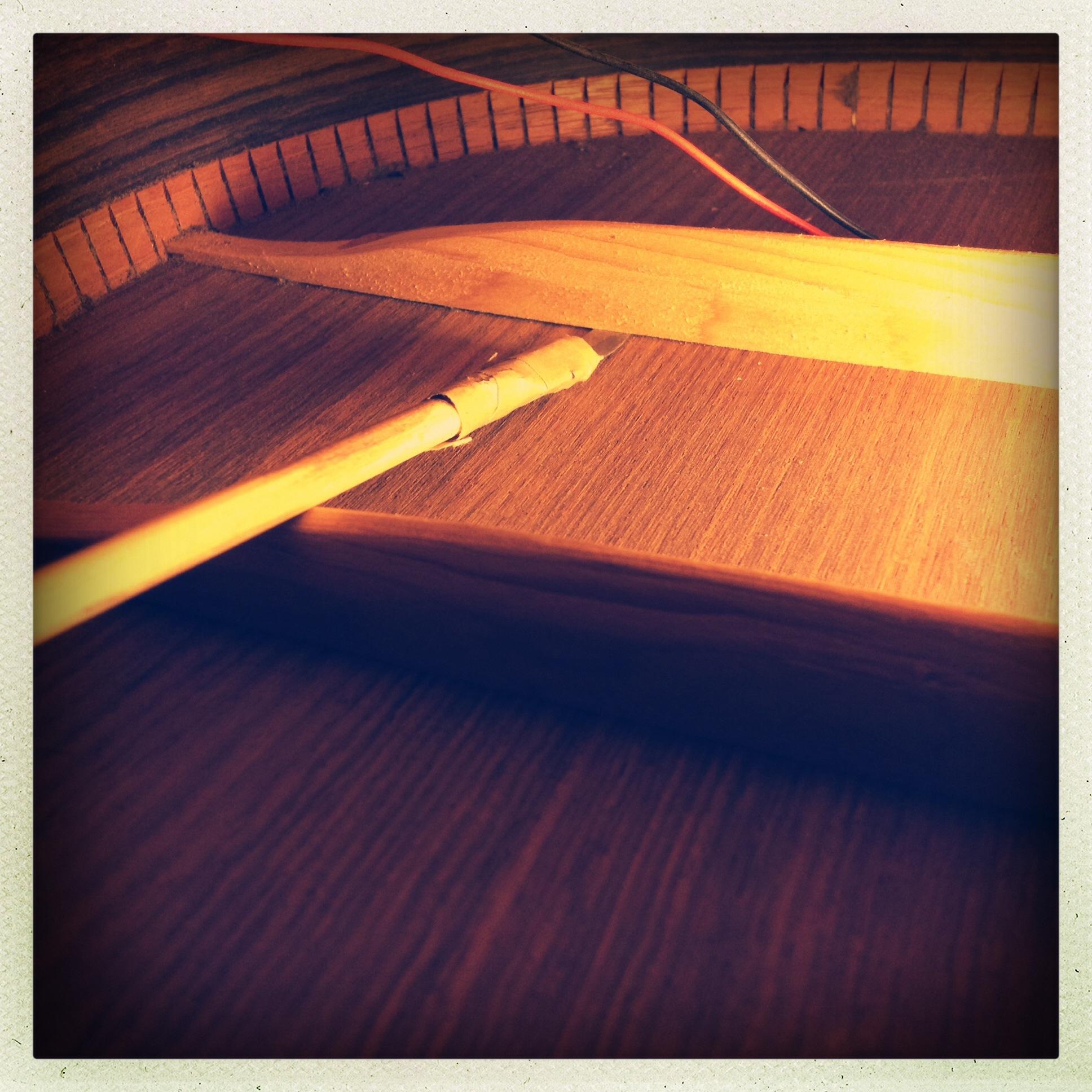 Loose acoustic guitar brace
