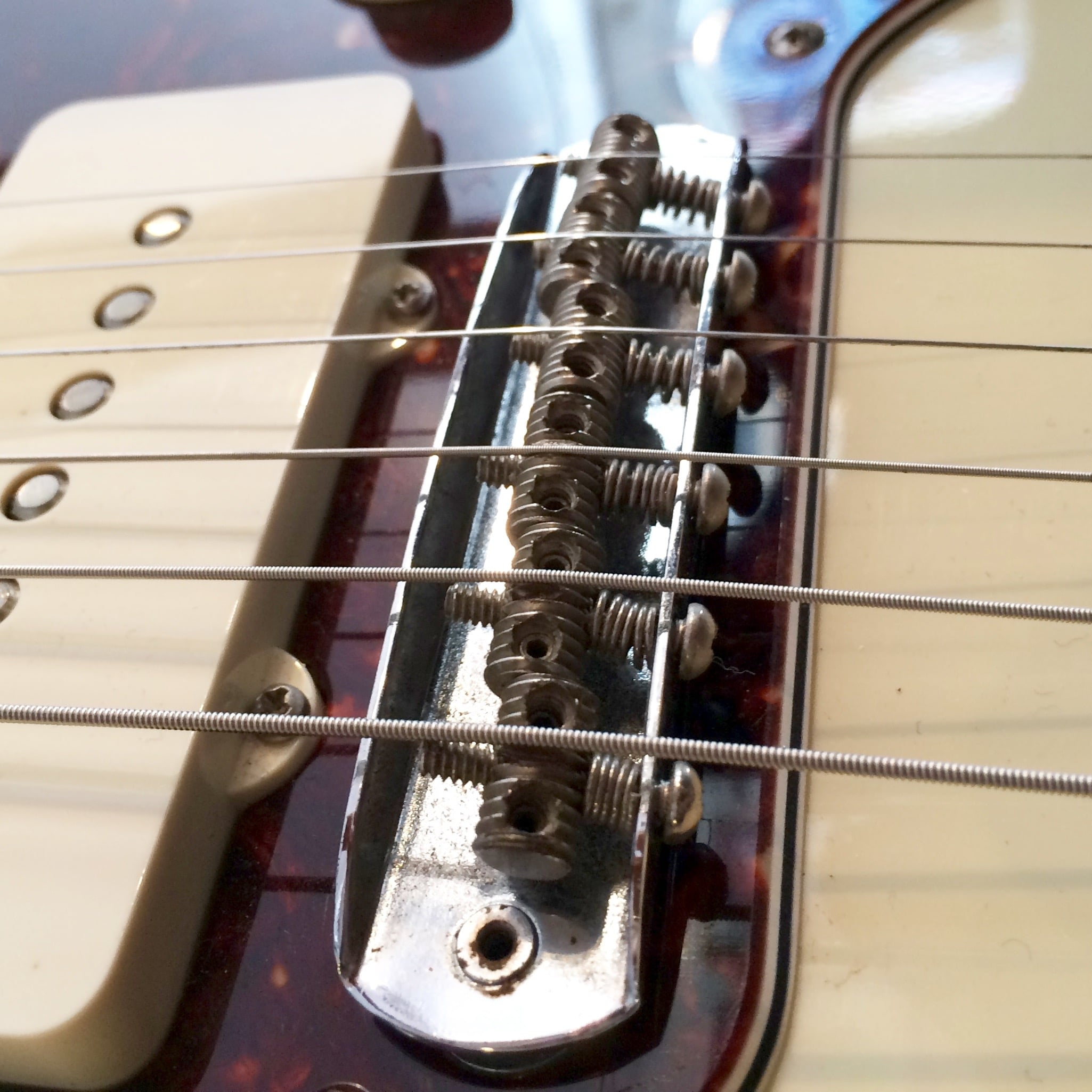 Jazzmaster/Jaguar Bridge -Intonation by adjusting screws at rear