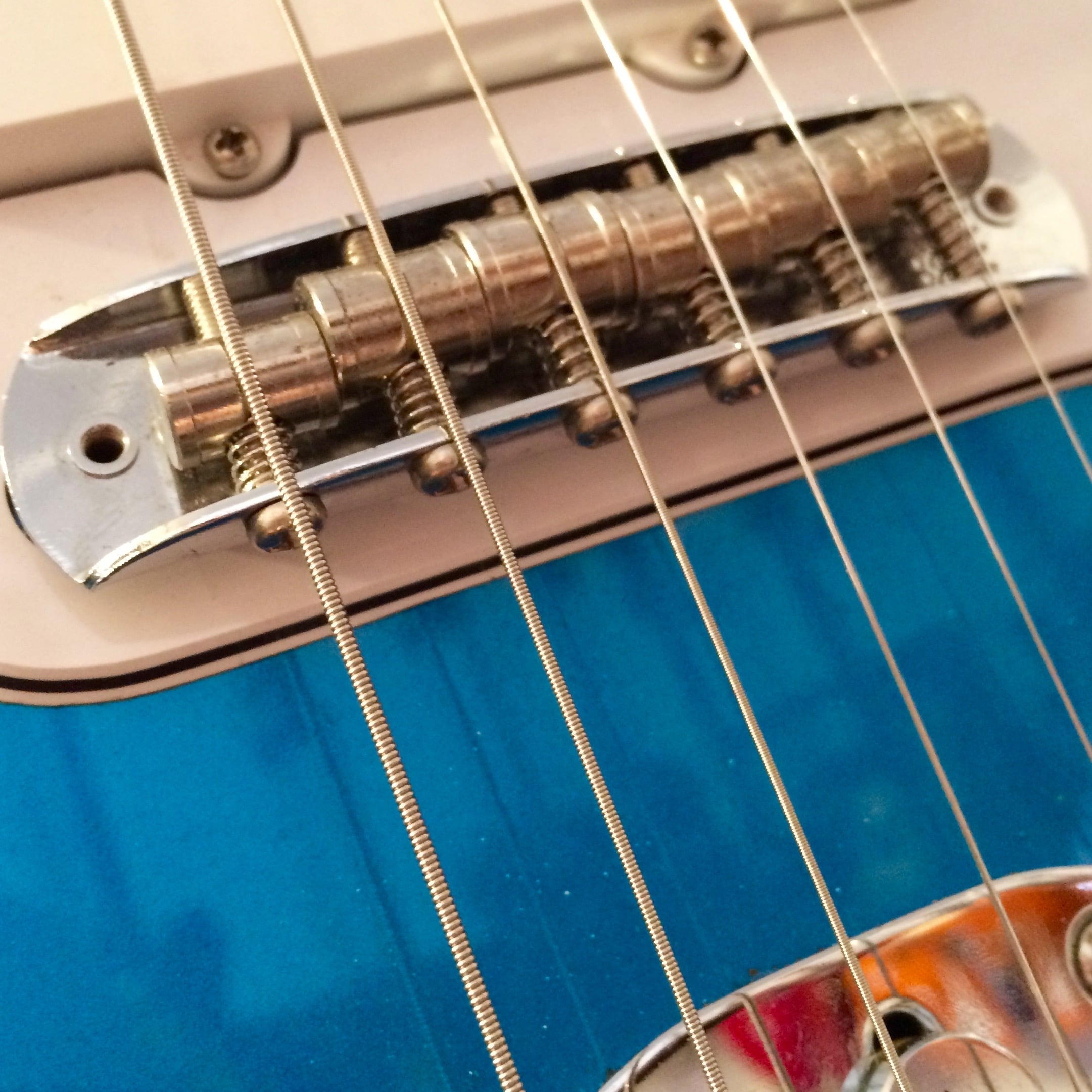 Mustang bridge - intonation by adjusting screws at rear