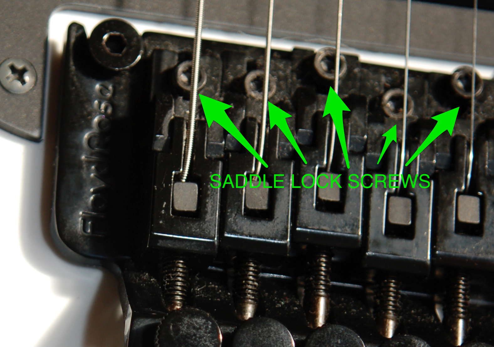 Location of saddle locking screws on Floyd and variants