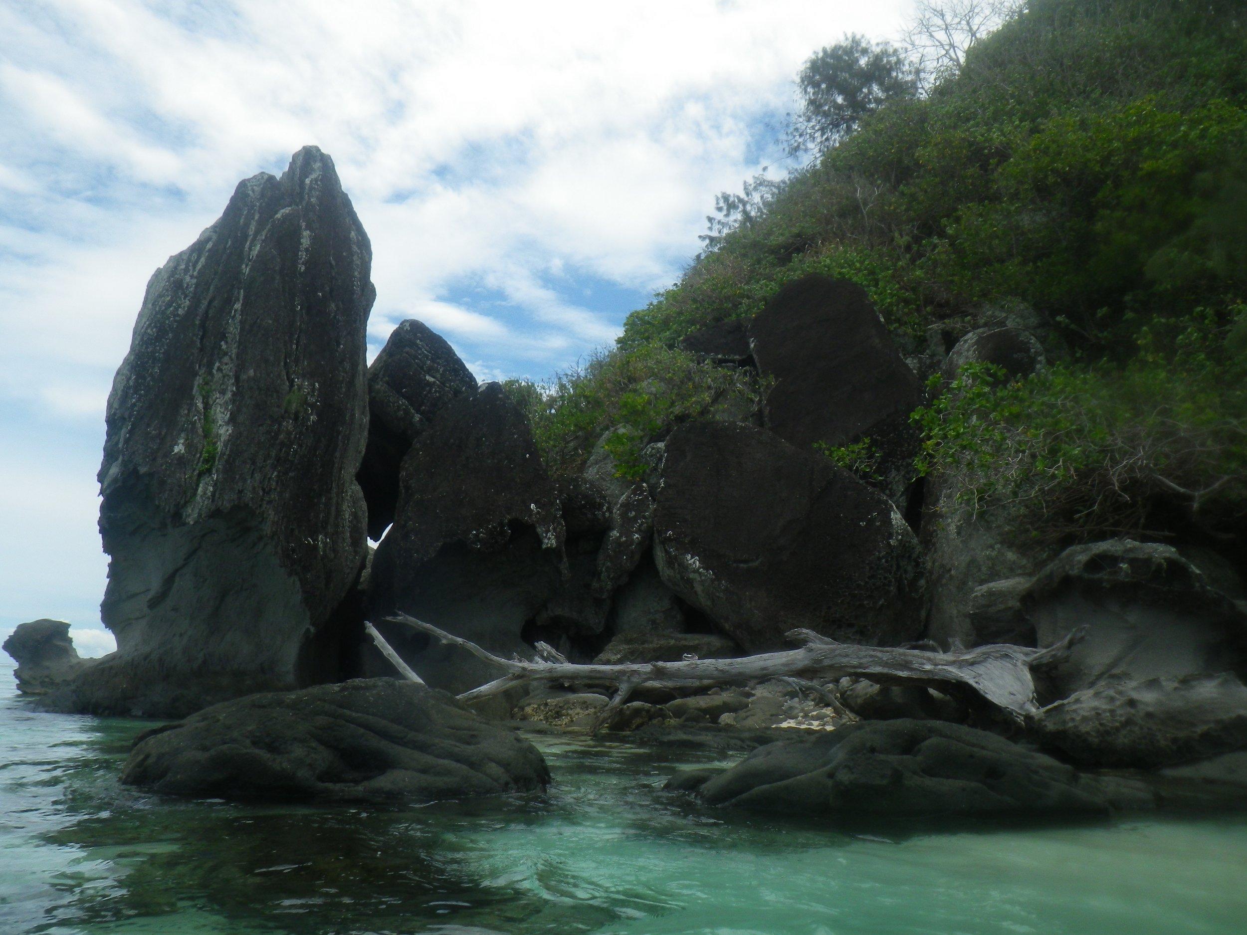39   Rocks near Kambariki.jpg