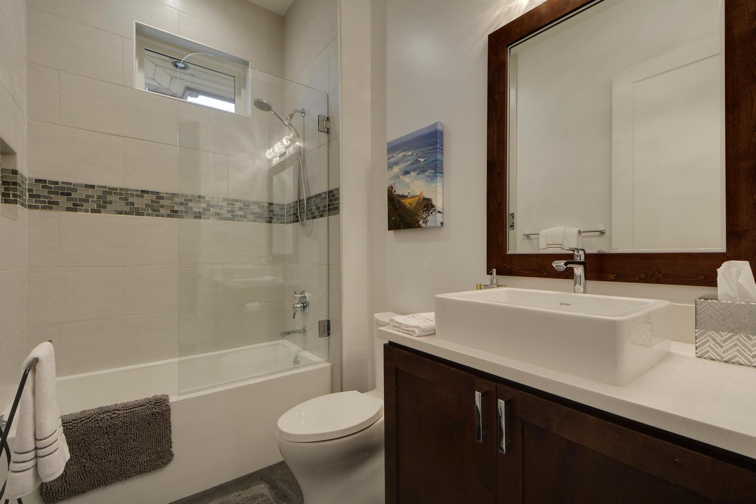 8101 Magnolia Ridge Cove-large-035-48-Other Bath 04-1499x1000-72dpi.jpg
