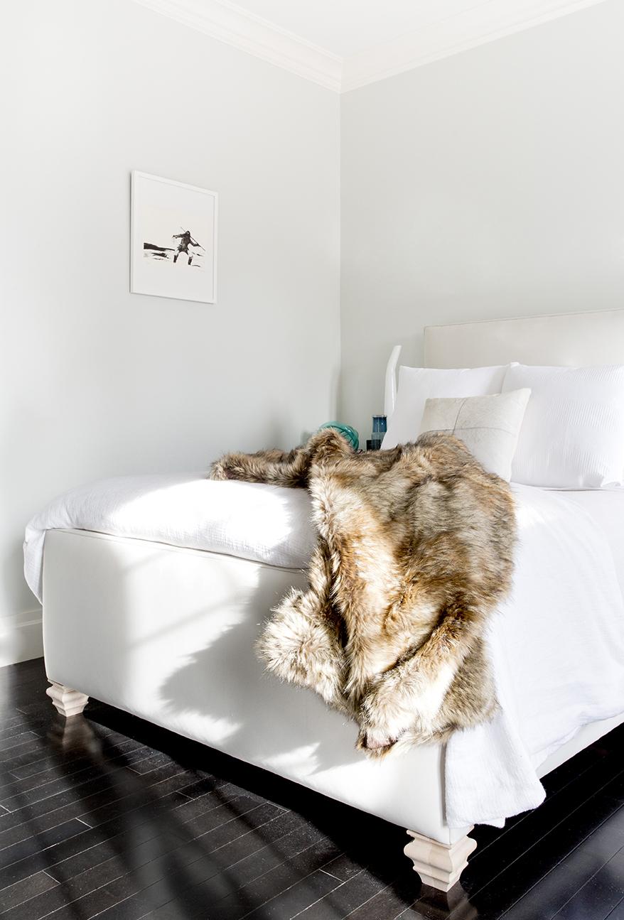 WHIW78_PAMELADAILEYDESIGN_CUSTOM-BED-MASTER-BEDROOM-WHITE.jpg