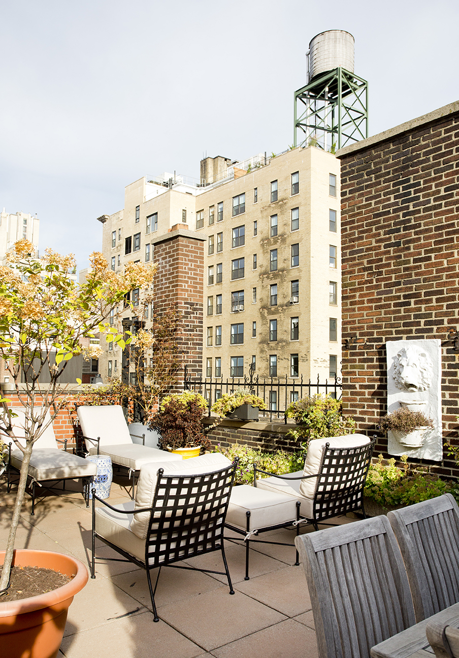 WHIW78_PAMELADAILEYDESIGN_NYC-PENTHOUSE-ROOFTOP-TERRACE-VIEW-3-DINING.jpg