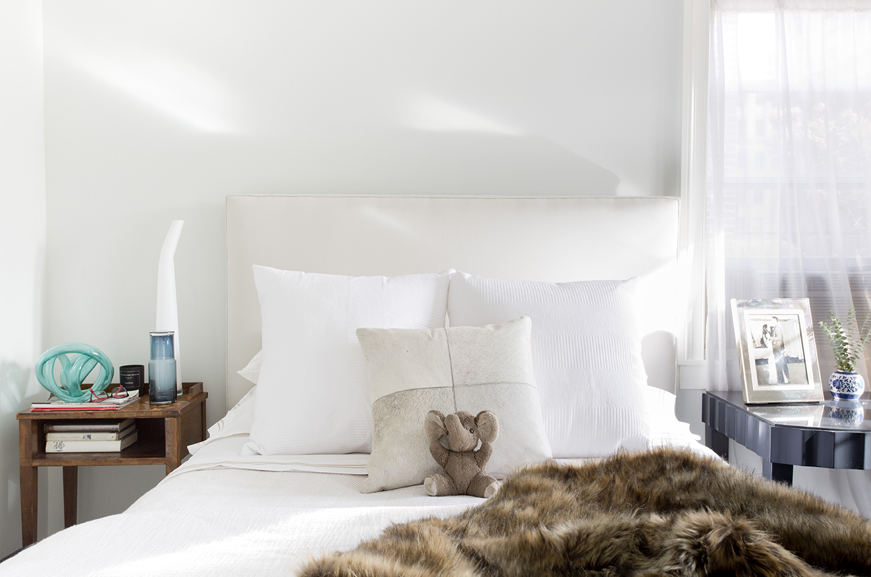 WHIW78_PAMELADAILEYDESIGN-CASUAL-MASTER-BEDROOM-WHITE.jpg