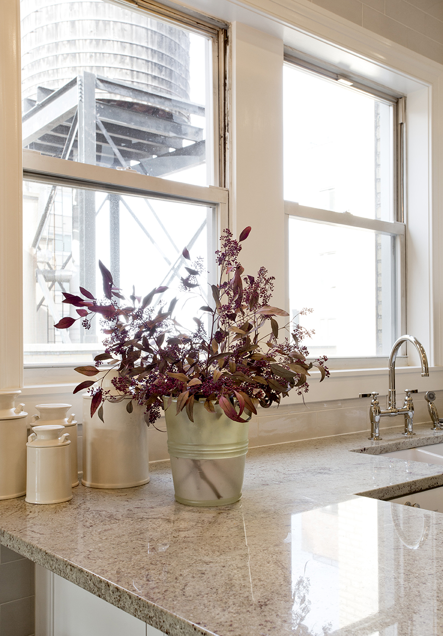 WHIW78_PAMELADAILEYDESIGN-WINDOW-NYC-WATER-TOWER.jpg