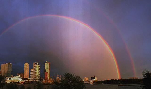Spectacular double #rainbow over #Rotterdam 😍🌈🌈 #KopVanZuid #urbanlandscape #panorama #aidamar #cruiseterminal