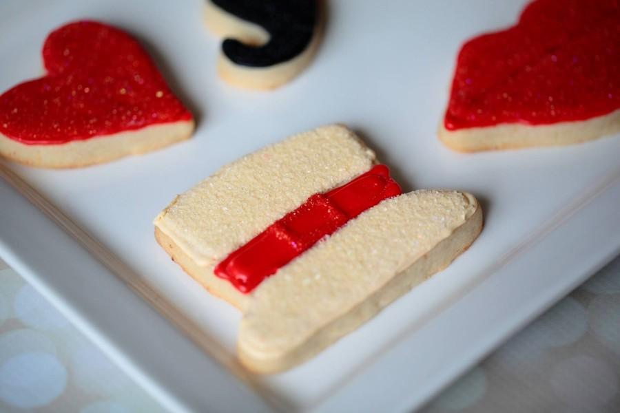 heart-top-hat-cookie