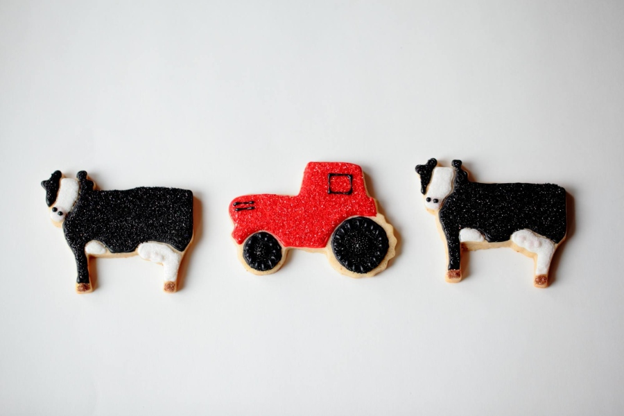 cow-tractor-farm-cookies.jpg