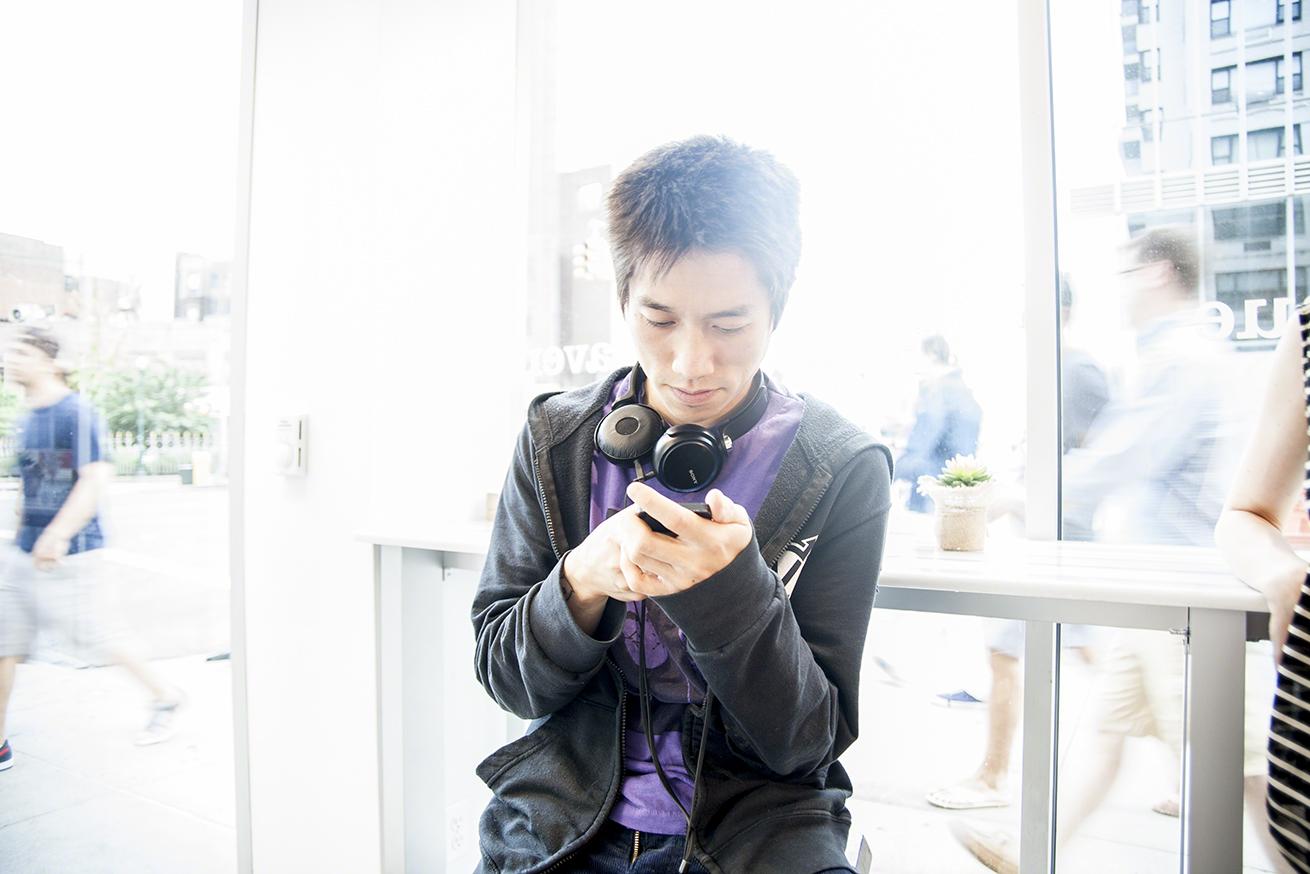 tao-lin-texting.jpg