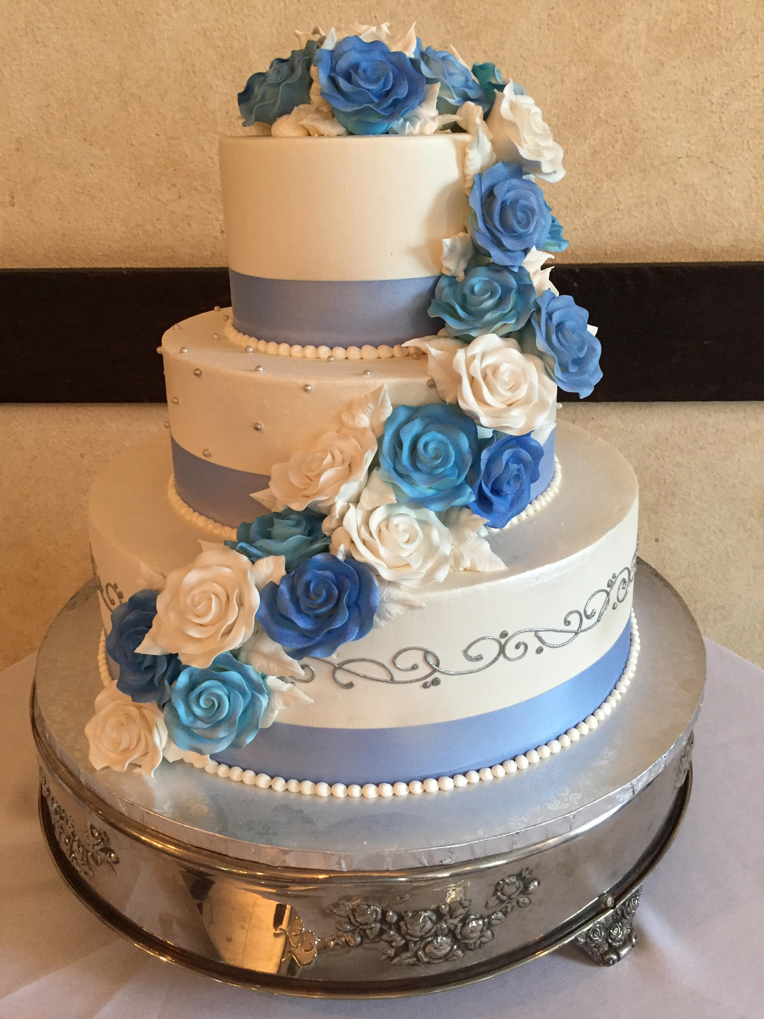Shades of Blue and White for a Wedding Cake