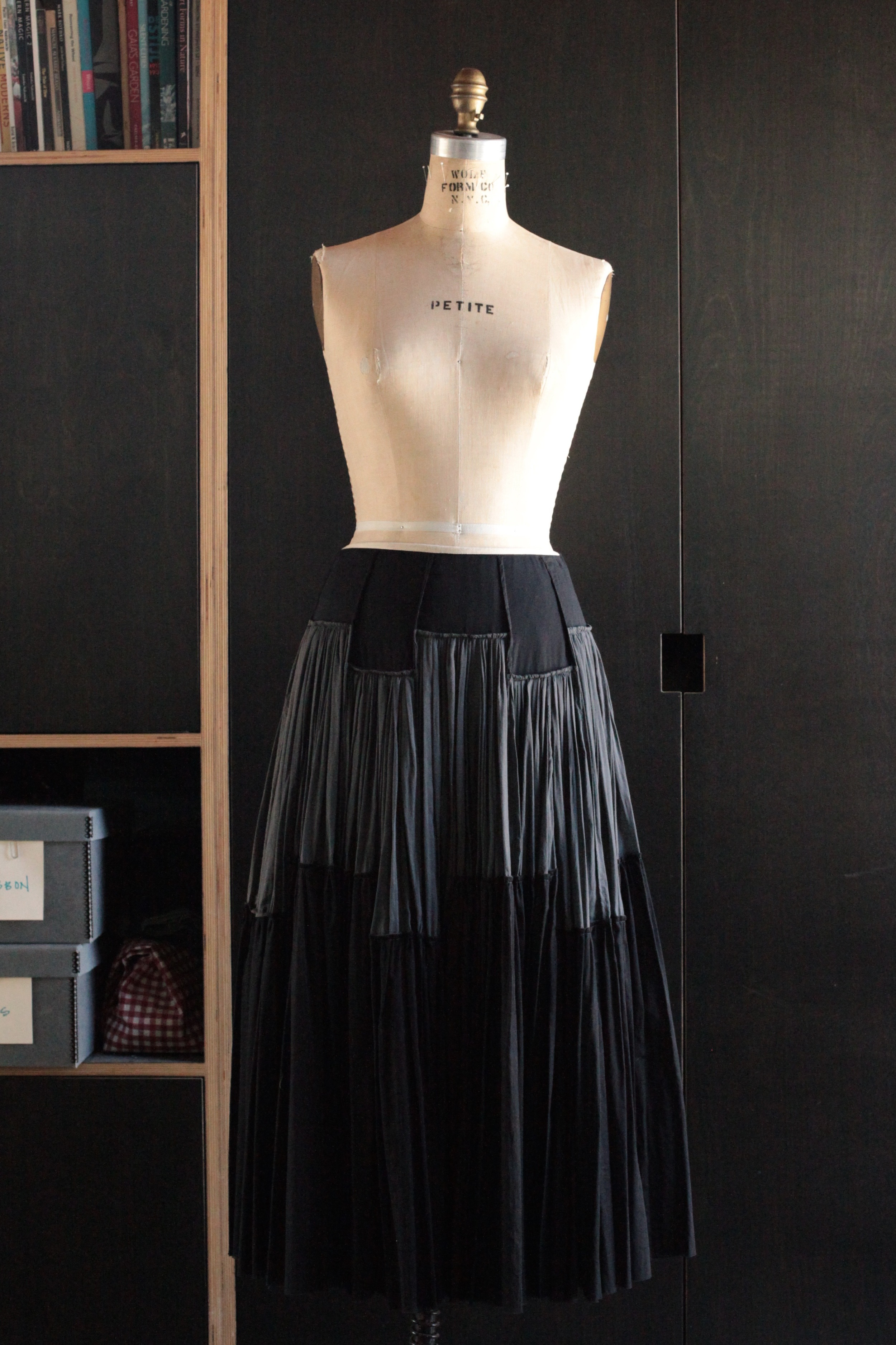 #1014 crenellated skirt/voile