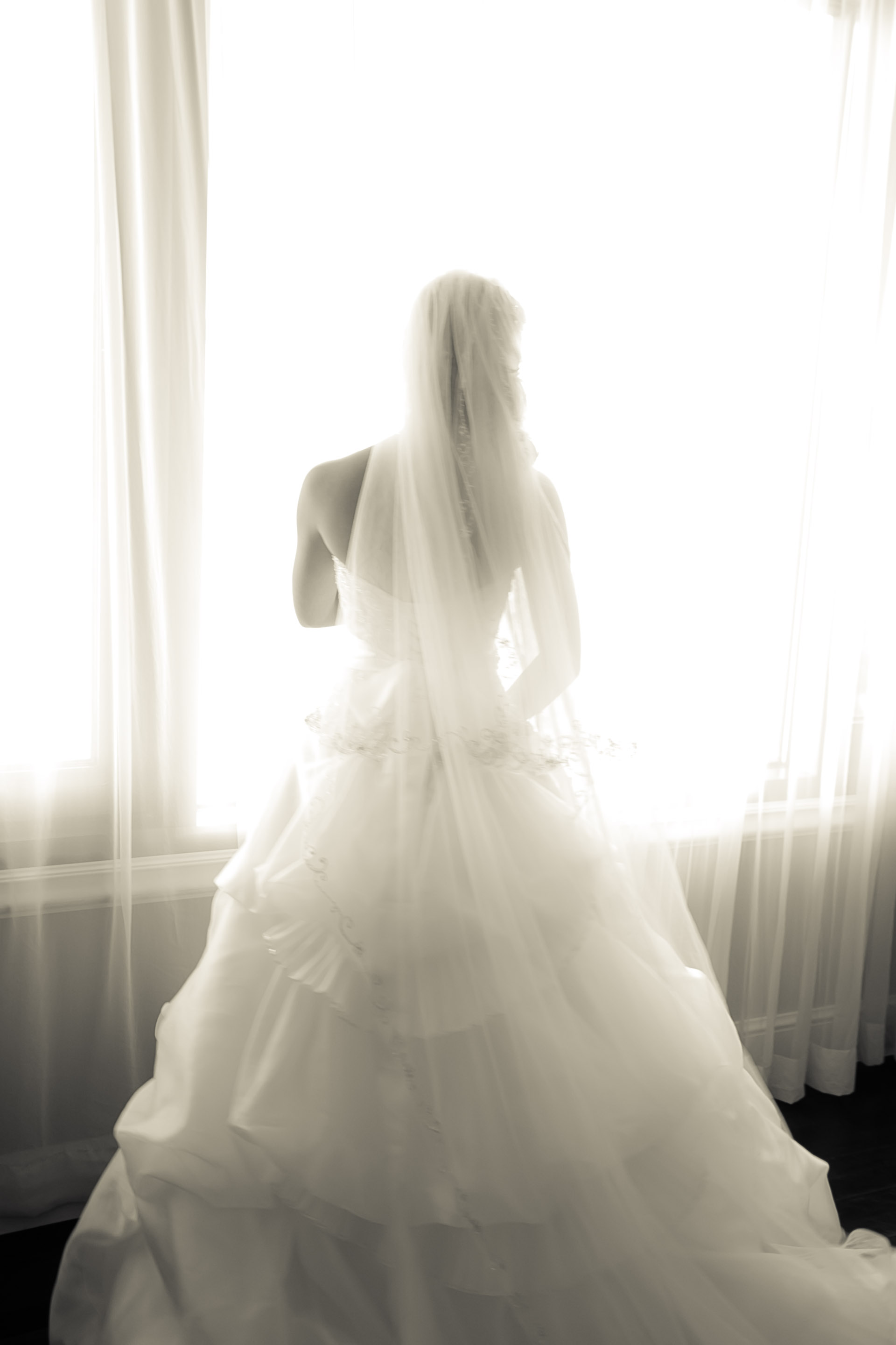 four seasons westlake village, bride, bridal portraits, los angeles wedding venues, los angeles wedding photography, chris holt photography, bridal portrait, silhouette, bridal prep