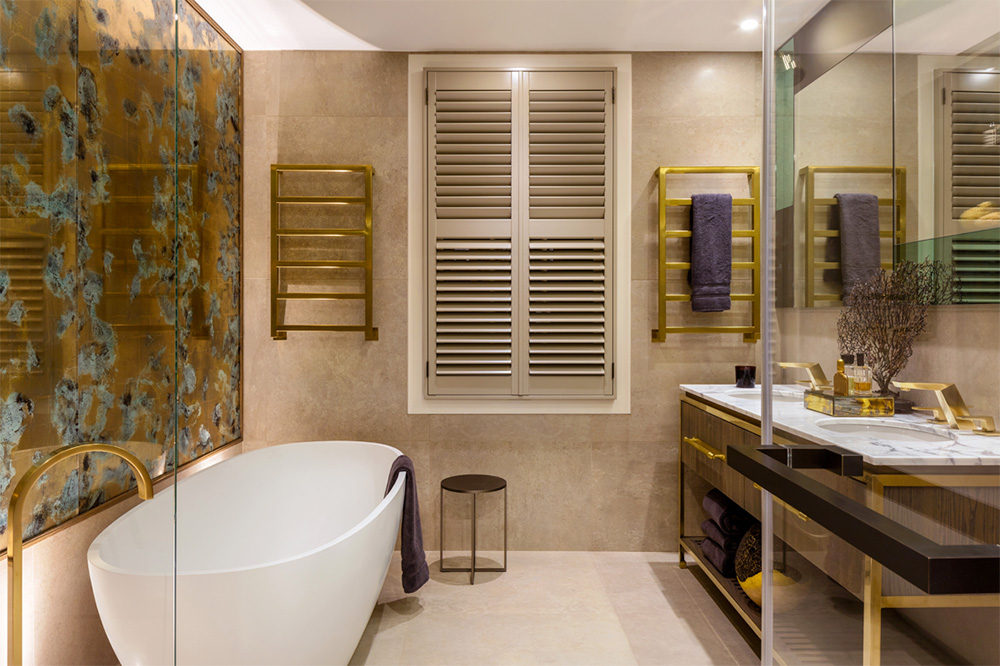 Commissioned by Daniel Hopwood, Studio Peascod created a verre églomisé artwork in verdigris, gold and satin brass for a luxury bathroom in an exclusive London private residence