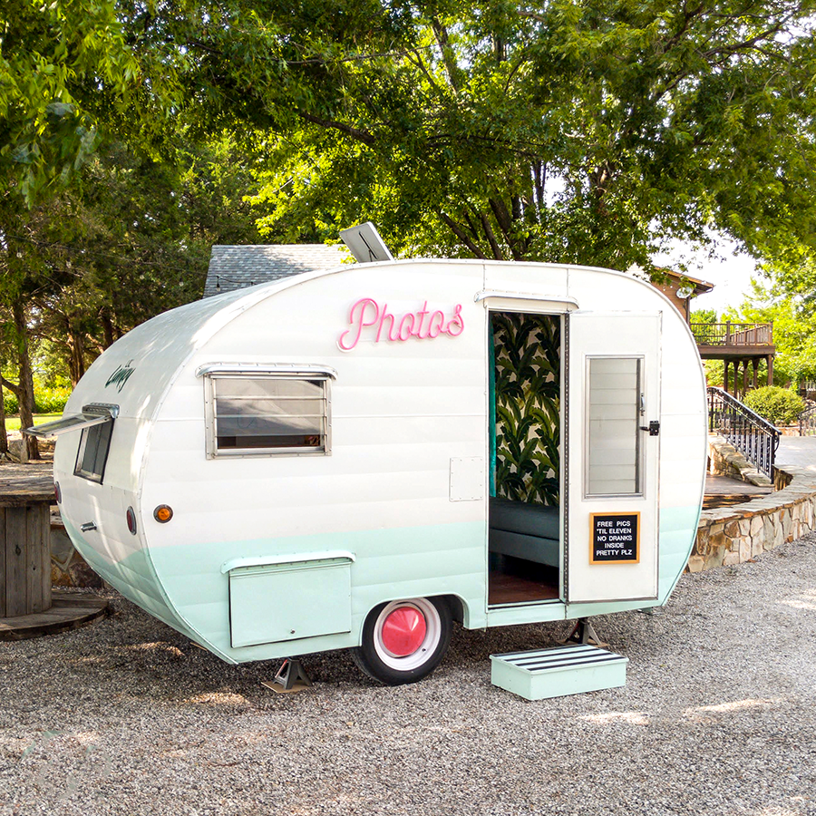vintage-camper-photobooth-wichita