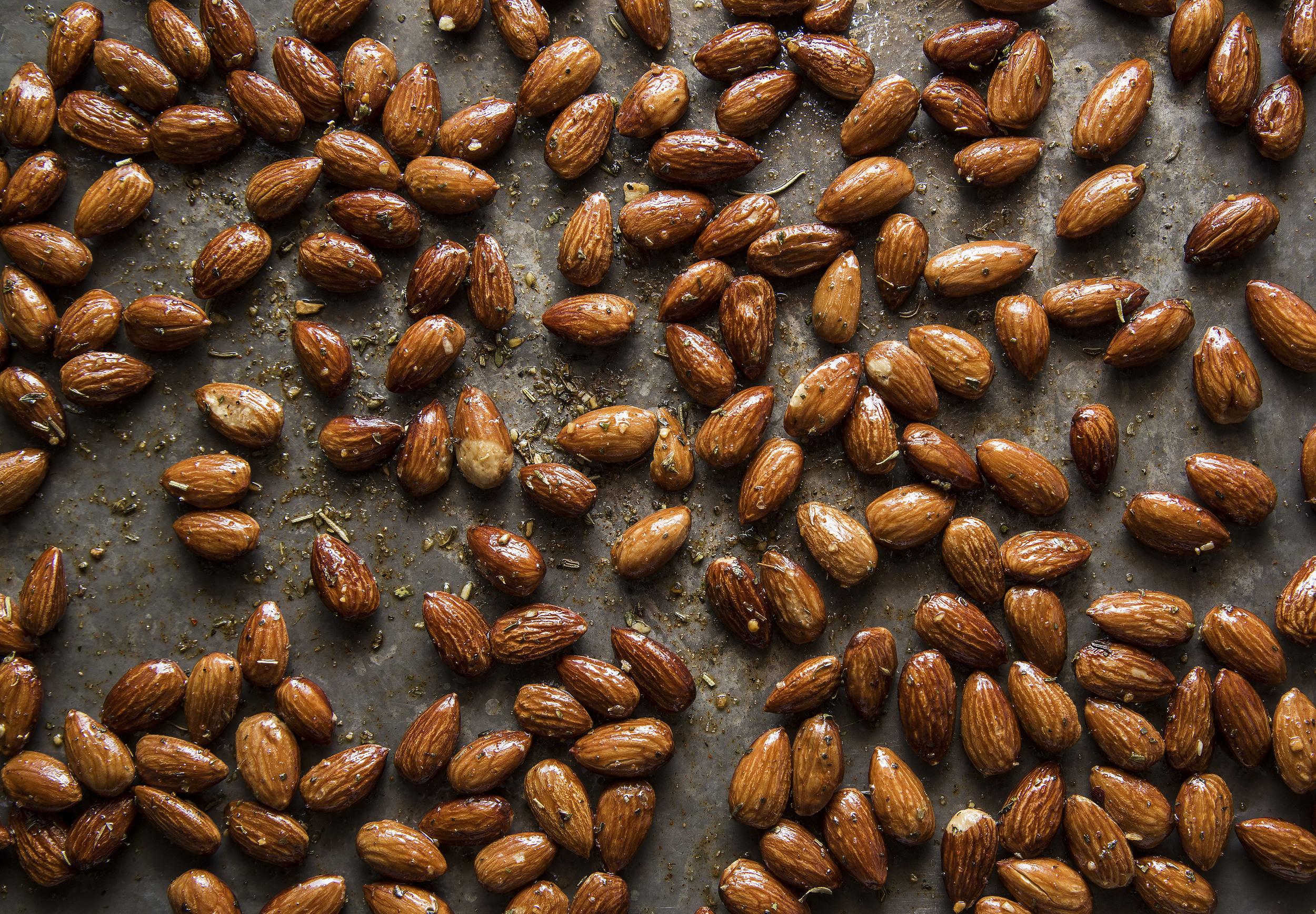Almonds_gastro.jpg